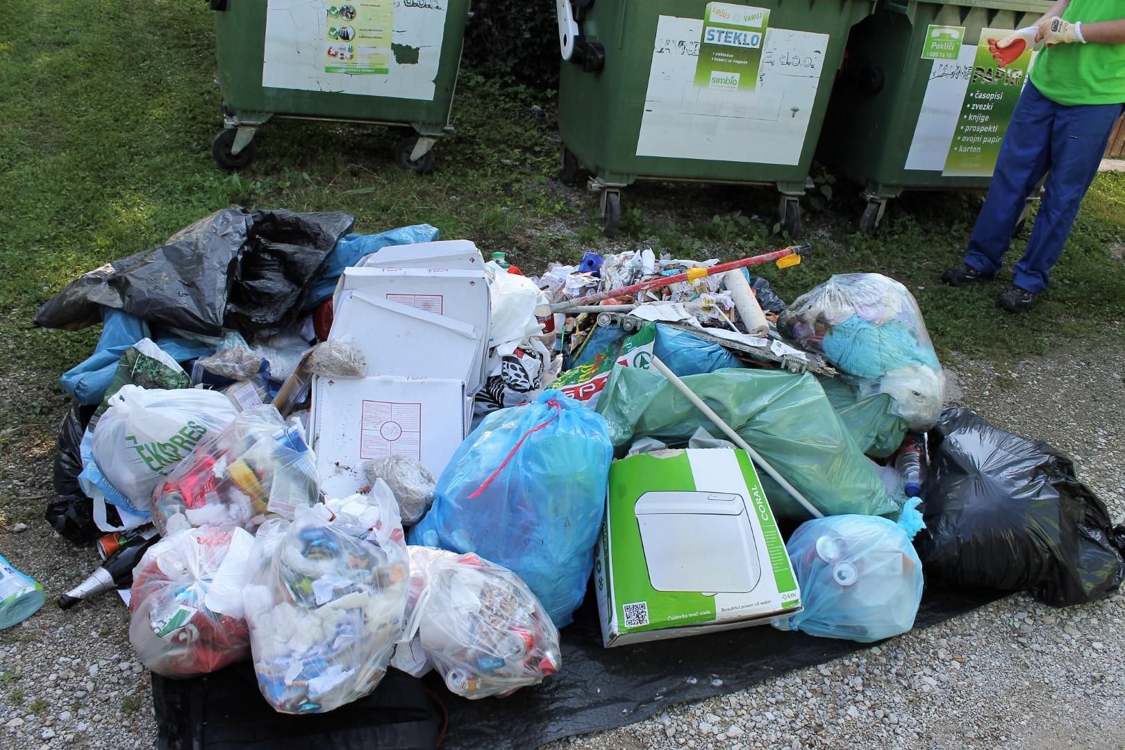 Skoraj vse vrste odpadkov iz zabojnika za embalažo.