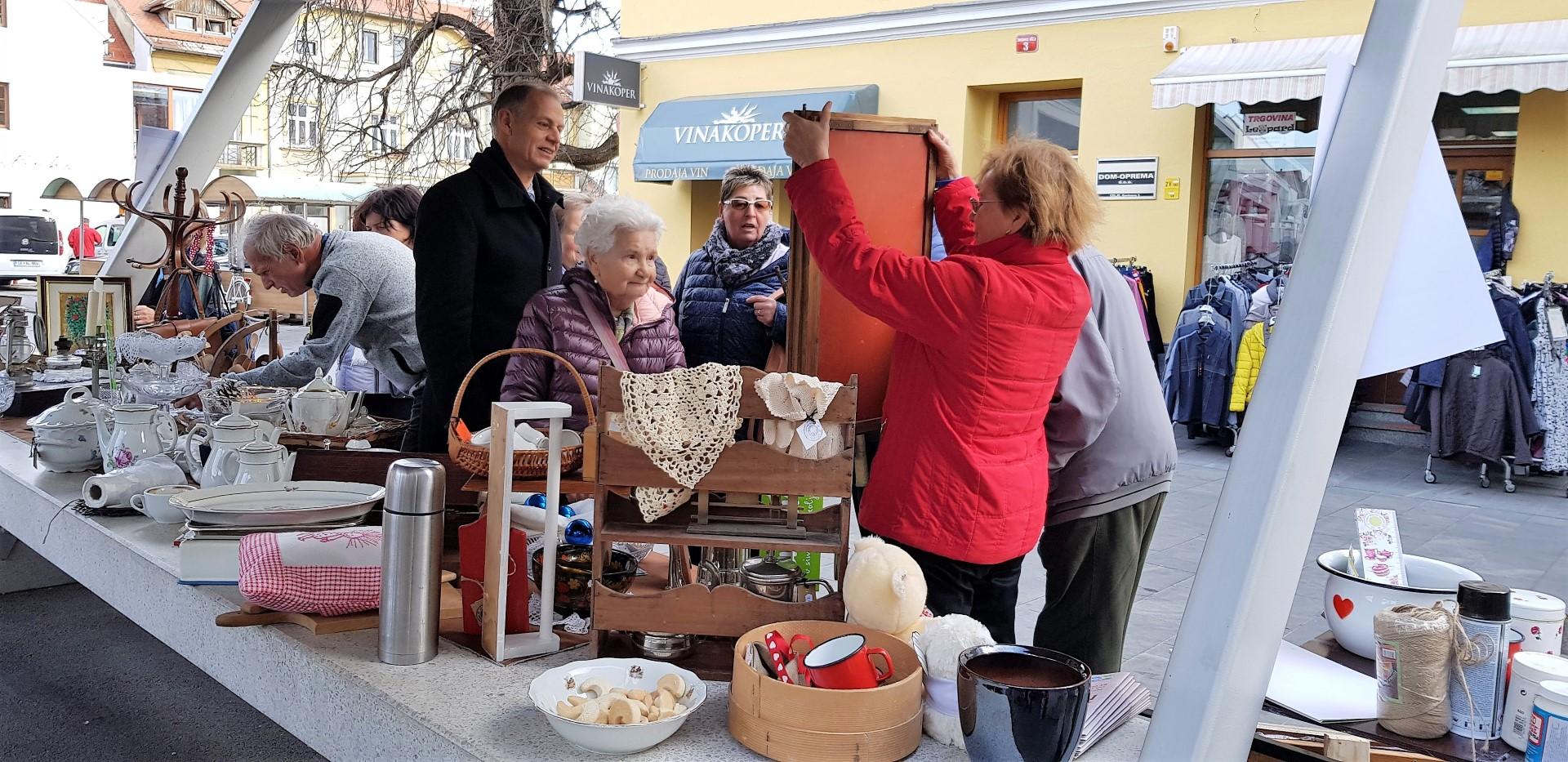 Zanimanje je bilo veliko. Obiskovalce so navdušili predvsem starinski predmeti.