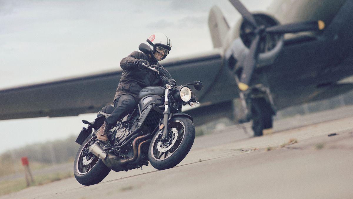 2017-Yamaha-XS700-EU-Tech_Black-Action-001-03_Tablet.jpg