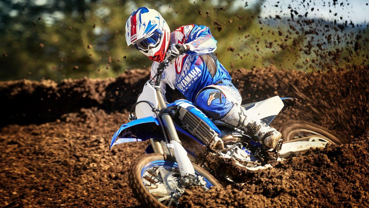 2018-Yamaha-YZ450F-EU-Racing_Blue-Action-008-03_Tablet-1.jpg