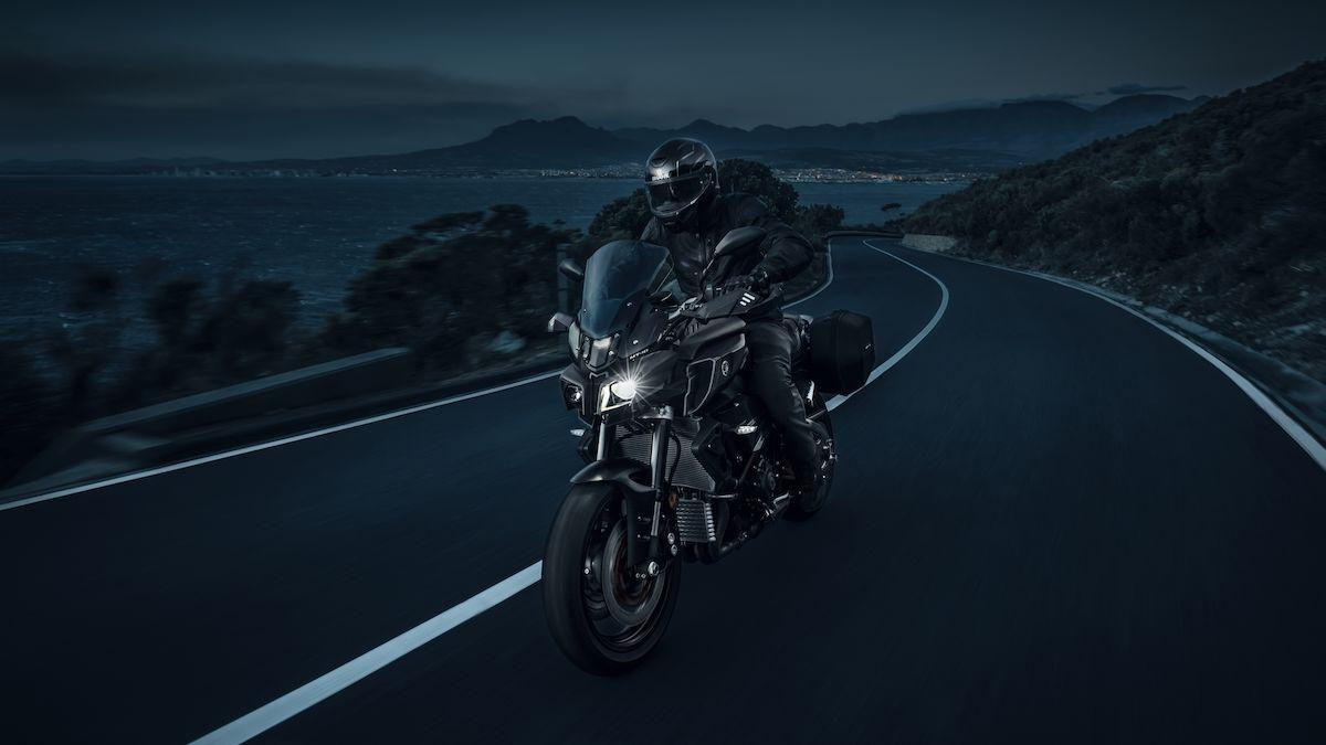 2019-Yamaha-MT10TE-EU-Tech_Black-Action-006-03_Tablet.jpg