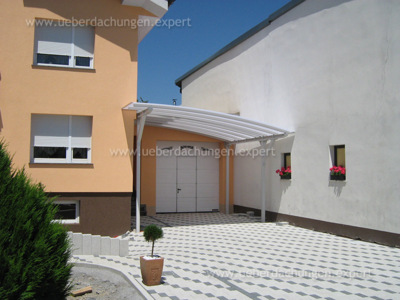 18b_carport_am_gebaeude_bogendach.JPG